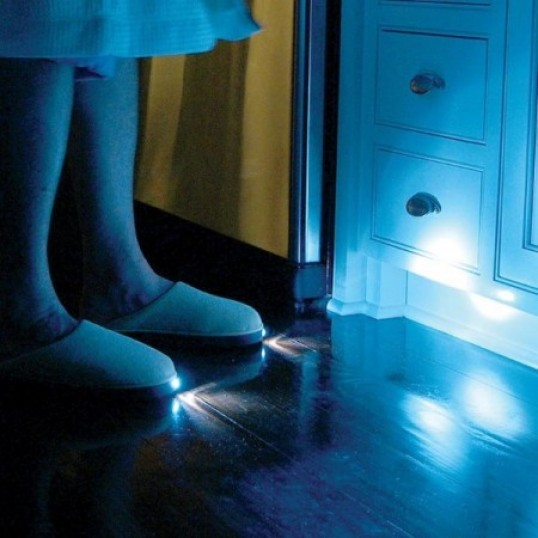 Foto de Zapatillas de casa con luces LED