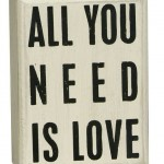 "Caja ""All you need is Love"""