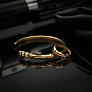 Pulsera y anillo exclusivos de Darth Vader